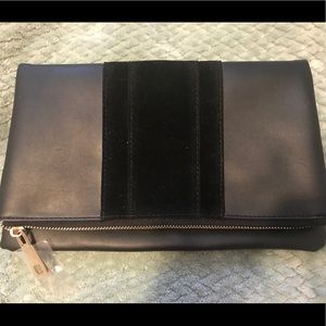 Black foldable clutch